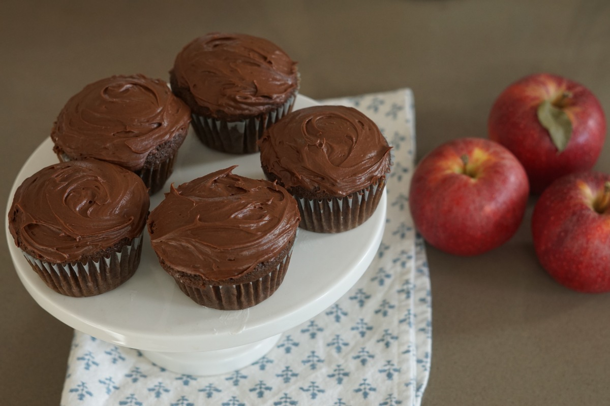Lunchbox Chocolate Cupcakes with Cream Filling